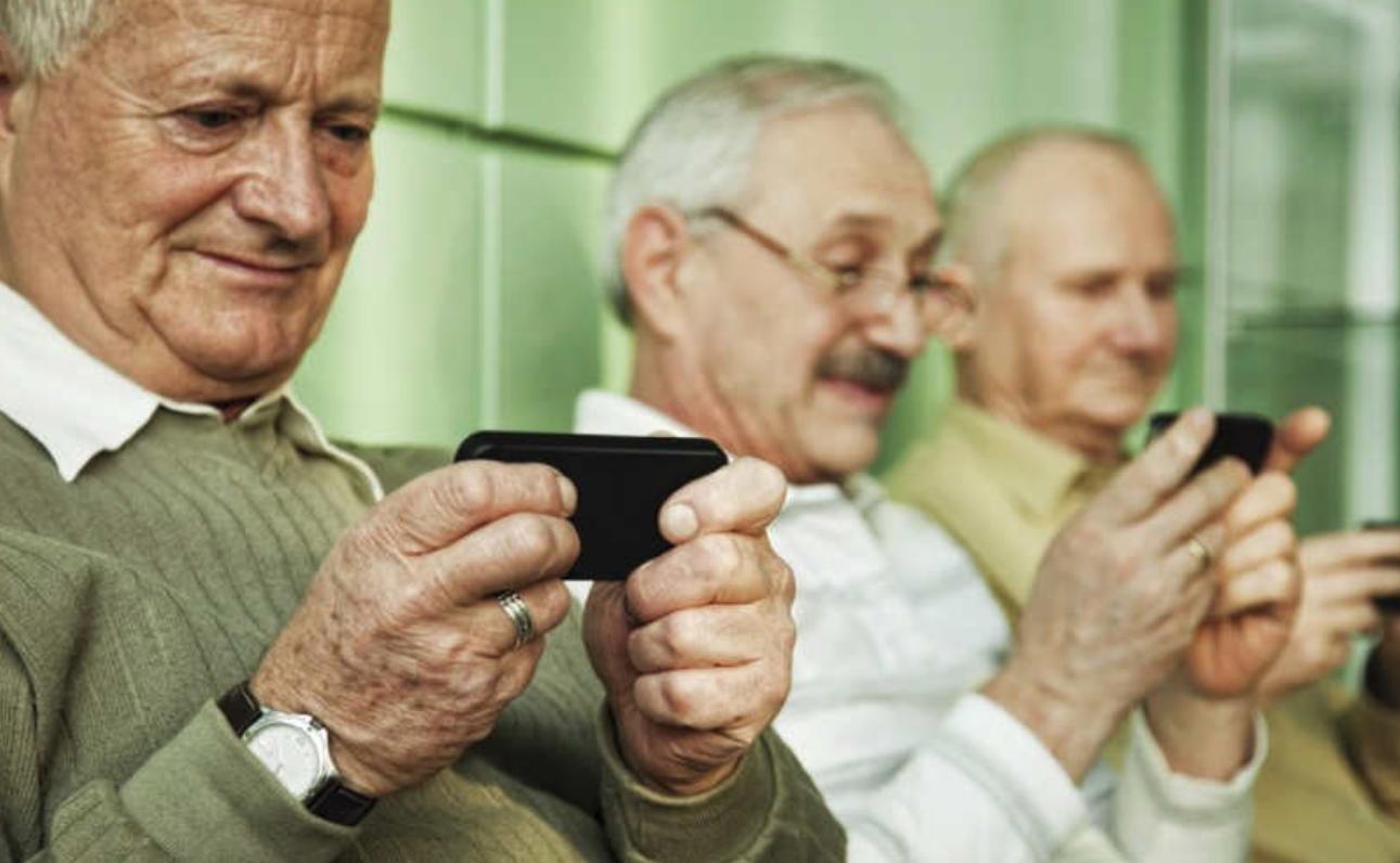 anziani e smartphone